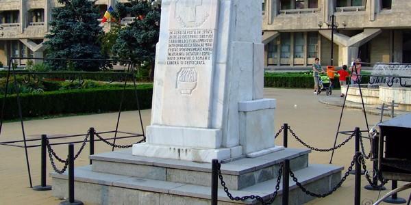 """Doua monumente """"rosii"""""""
