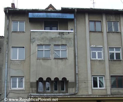 Partea cea mai aproapiat de fatada originala a blocului Socolescu