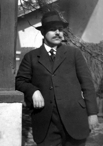 Profesorul arhitect Toma T. Socolescu, în tinerețe